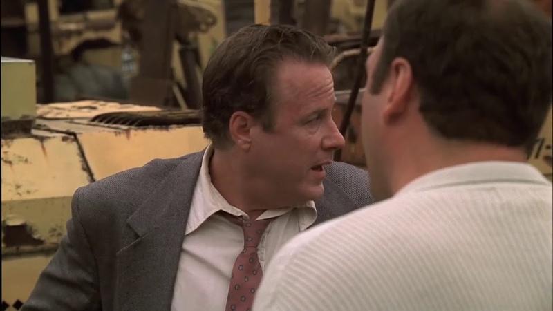 Клан Сопрано, Тони разговаривает с продажным полицейским