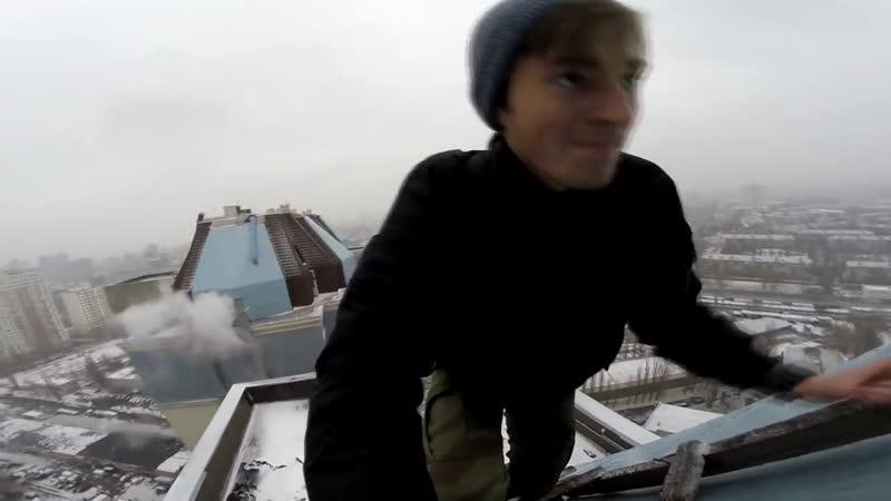 Упал на крыше. Неуверенный руфинг. Спалили рабочие