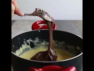 Пончики с шоколадным кремом и орехами 😎