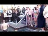 Девушки купаются в полынье Саржин яр Харьков Крещение Girls swimming in the hole