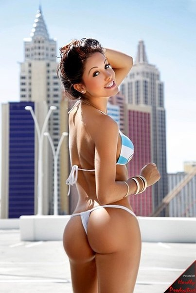 Sexy woman bikini pic