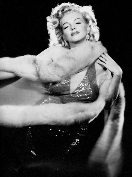 Великолепная Мэрилин Монро в объективе Ричарда Аведона.
