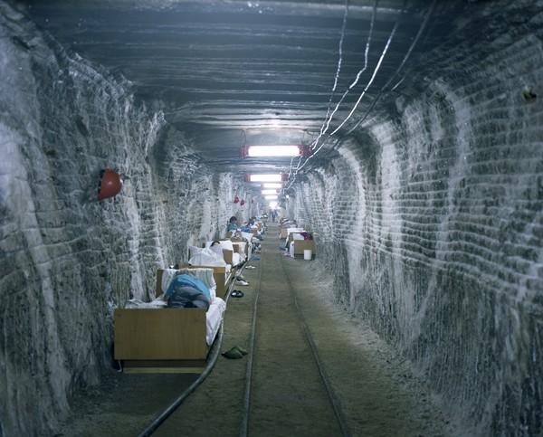 Подземный санаторий для астматиков. Солевые рудники в Солотвино были открыты еще в XVIII веке, в 1970-х на их базе открыли Аллергологическую больницу.Спелеотерапия была открыта в Польше в 1950-х