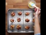 Узелки с беконом, пармезаном, и чесноком (Bacon-Wrapped Parmesan Garlic Knots)