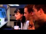Типичный голливудский фильм про хакеров - два дебила стучат по клаве