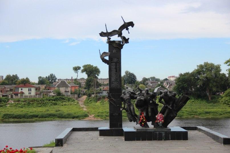 Памятник с ангелом Западная Двина заказ памятника на кладбище Копейск