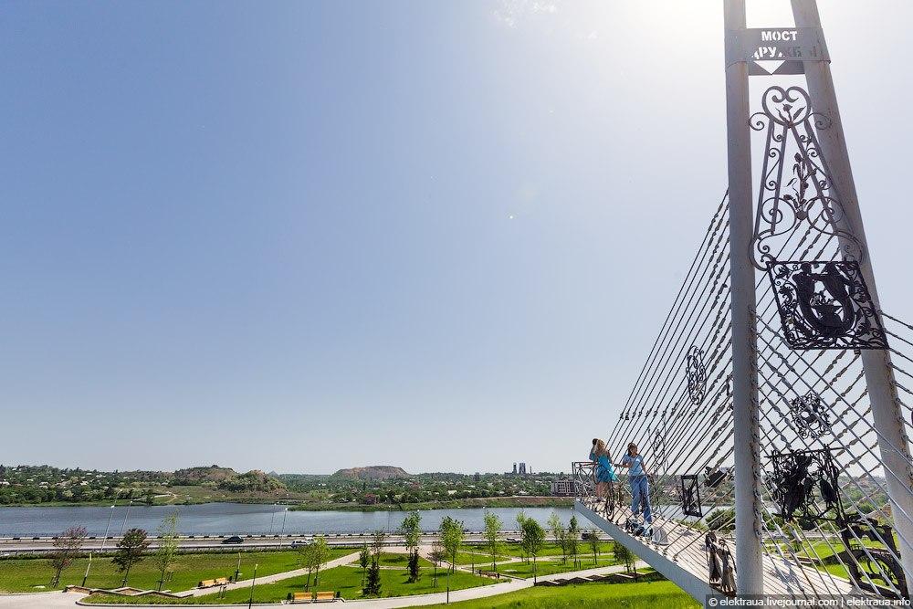 Река Кальмиус и Мост Дружбы