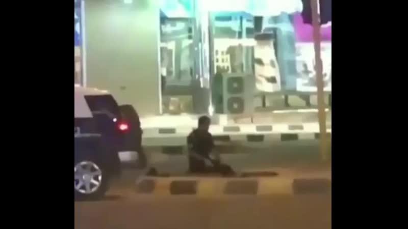 Полицейский совершает намаз 2019 МА ША АЛЛАХ