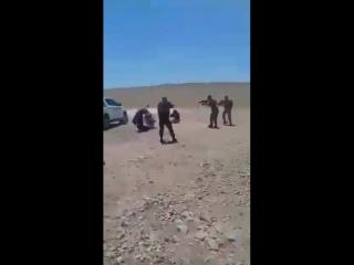 مقاتلو قوات سوريا الديمقراطية القوا القبض على عناصر داعش من خليتين نائمتين خلال عمليات مكافحة الإرهاب قرب الرقة