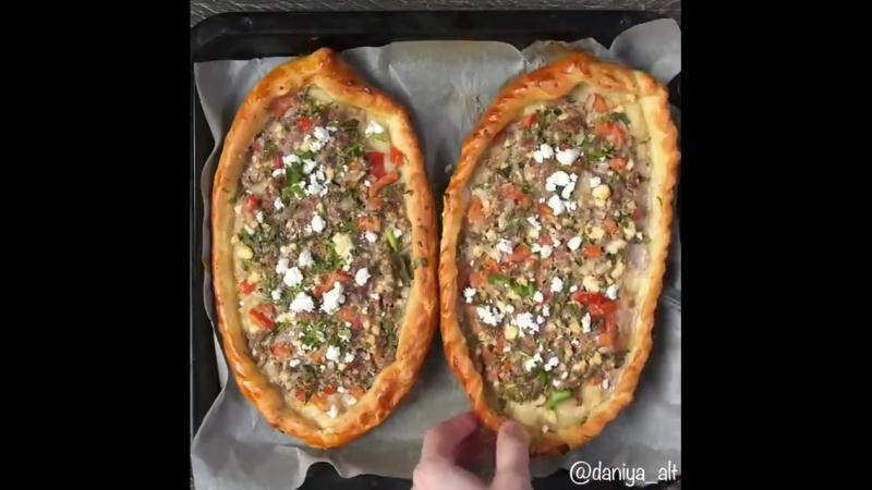 Пиде, открытый мясной пирог