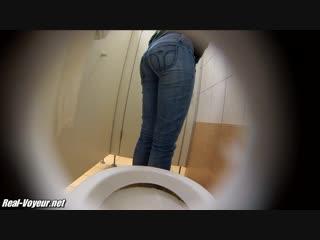 Скрытая камера в туалете Только милые и красивые, подглядывание, voyeur, teen, sex и так далее