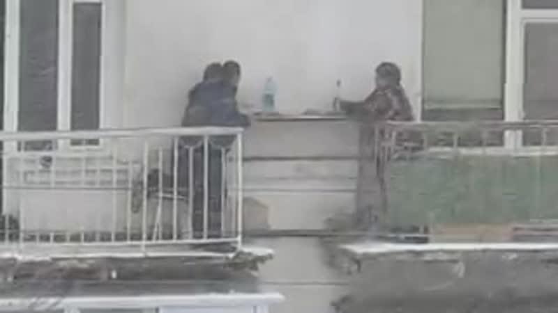 Когда жена не пустила в бар хорошее настроение юмор смешное домашнее видео скрытая съемка мужики отдыхают снегопад балкон