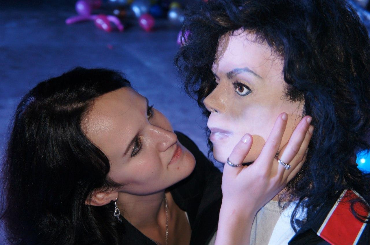 Московские фанаты сделали фигуру Майкла Джексона