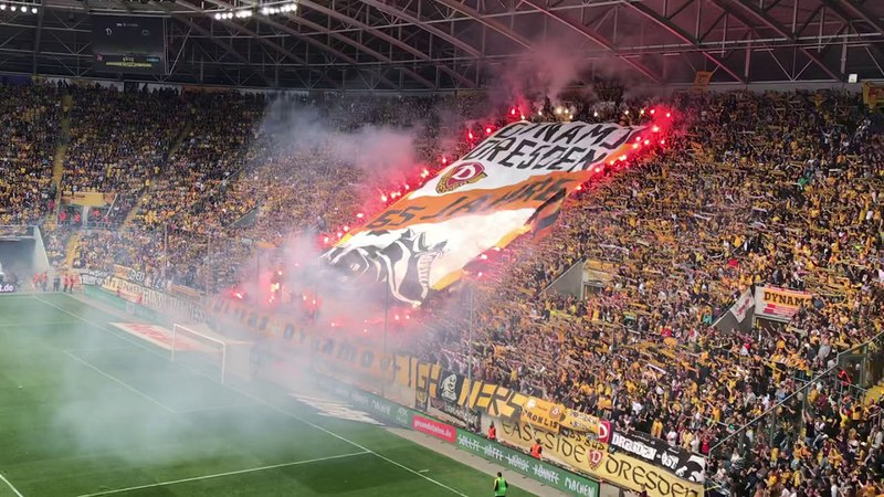 14.04.2018 Bengalos zum 65. der SG Dynamo Dresden