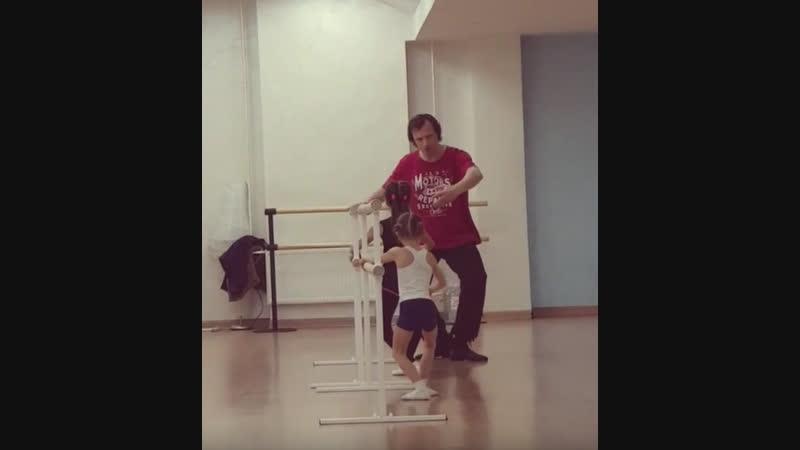 с урока хореографии для спортивных гимнасток