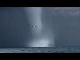 Смерч преследует рыболовецкое судно в Чёрном море