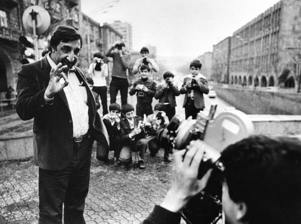 Синдром Мимино на фоне личных переживаний. Фрунзик Мкртчян, Армянская ССР, 1979 год. Говорят, на съёмках Мимино Фрунзик сорвался и снова запил. Данелия, сторонник железной дисциплины,