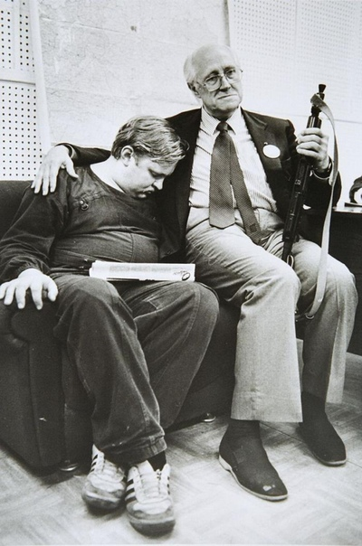 Фото Мстислава Ростроповича в Белом доме, в Москве, 21 августа 1991 года.