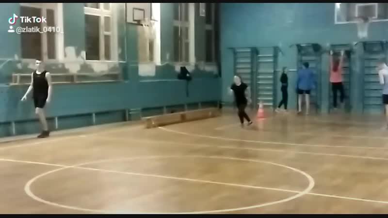 Обучаюсь прыжкам в длину.