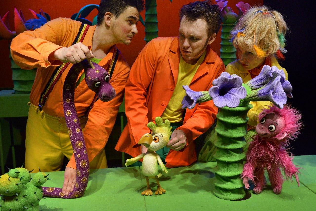 спектакль 38 попугаев в Симферополе, август 2019, гастроли Саратовского театра кукол