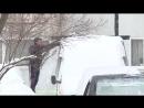 Автолюбители борются со снегом