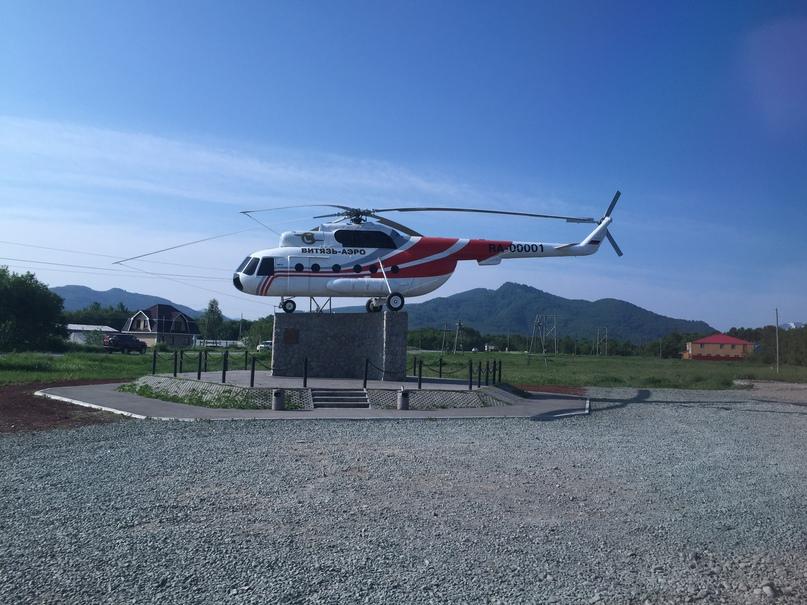 Вертолетная экскурсия. Вертолет на вечной стоянке