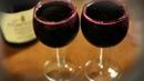 Исследования показали, что в старости бокал вина куда важнее различных упражнений.