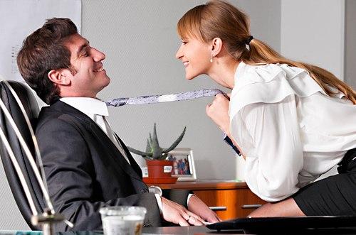 мужчина на коротком поводке женщины с опытом доминирования