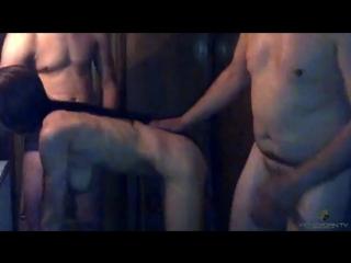 trahnul-svoyu-ebut-zhenu-pri-muzhe-chastnoe-domashnee-video-foto