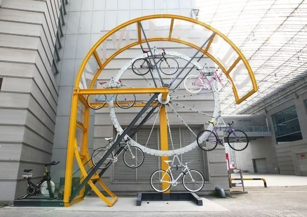 Оригинальная парковка для велосипедов
