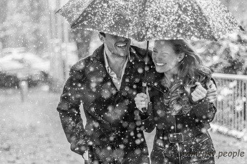 """Как помириться после ссоры Самая страшная фурия в аду не сравнится с обиженной женщиной. Желание помириться и уберечь отношения - символ зрелой и цельной личности. В отношениях случаются ссоры, но они зачастую укрепляют отношения, вносят в них """"перчинку"""". Но важно вовремя помириться, чтобы ссора не стала завершением отношений. У обиды есть несколько стадий. На самой ранней люди не желают слушать и слышать друг друга. Все, что нужно, чтобы не наломать дров, это разойтись по разным…"""