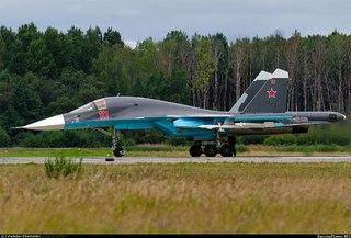 Су-34 борт 10 красный на аэродроме г.Пушкин, начало августа 2012 г. (фото - Владислав Ефременко. http...