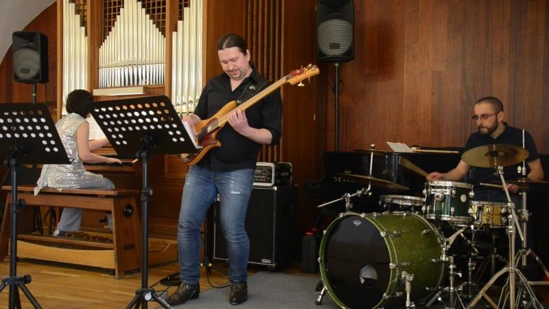 И С Бах Прелюдия до минор из Хорошо темперированного клавира в рок обработке для бас гитары ударных и органа