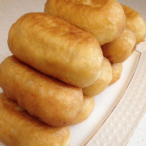 быстрые пирожки 4 ст муки0,5 ст рас.масло1 ч л соли1 ч л сахара1 пакетик сухих дрожжей инстантгорячая вода сколько понадобитьсямуку просеять смешать дрожжами,добавить соль сахар масло и