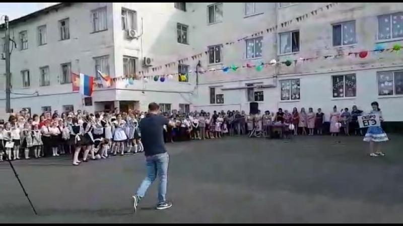 танец на 1 сентября 3 школа 11 класс