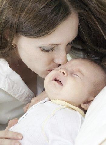 Первый поцелуй это не в 13 лет... а в роддоме, когда вас мама впервые поцеловала...  Вот он был с НАСТОЯЩЕЙ любовью!