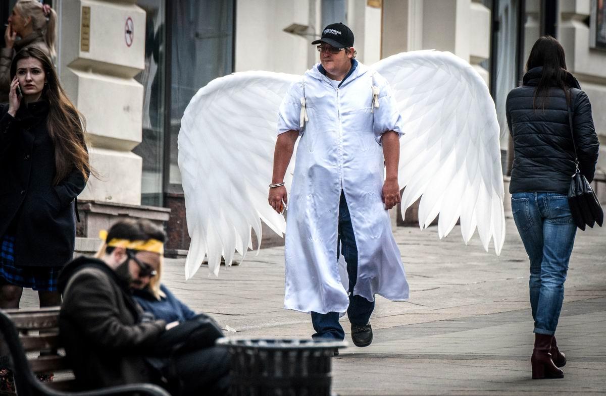 Заблудший ангел: Картинка современной городской жизни