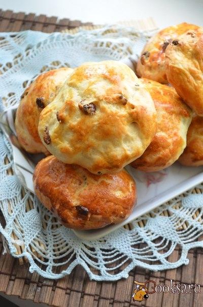 Розинмайзес - латышские пшеничные булочки с изюмом. Идеально подходят для завтрака или небольшого перекуса с молоком!