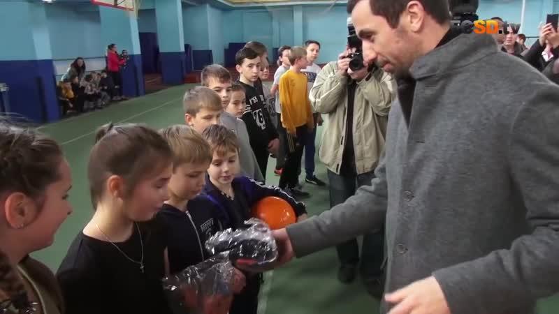 Дарио Срна встретился с детьми из Донбасса