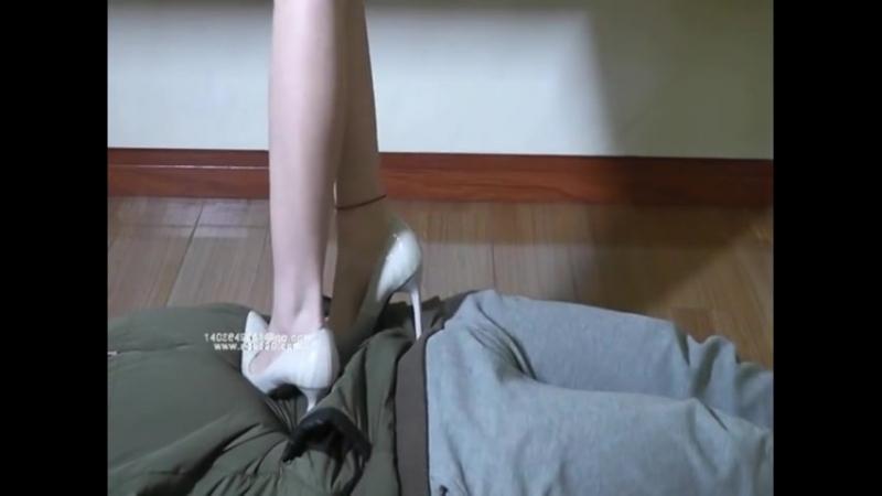 Trample Chinese girl multi heels
