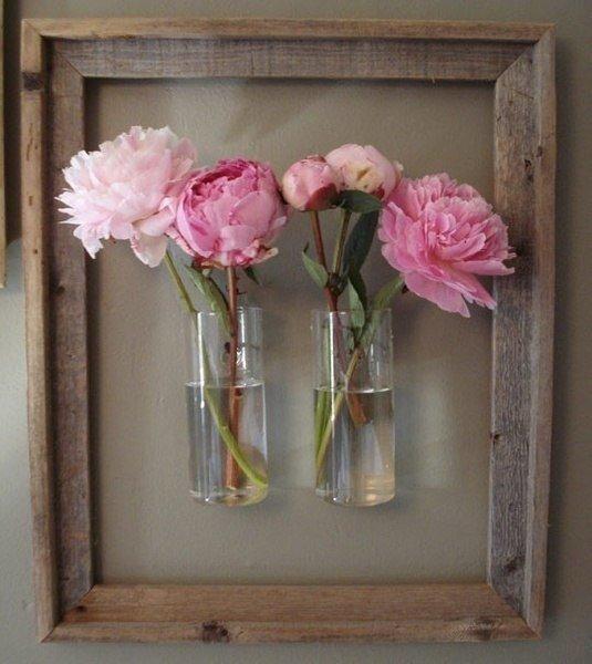 Изменяйте картину, меняя цветы в вазах