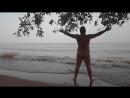 Eu praticando um nudismozinho rápido na base da águas barrentas do Rio Pará