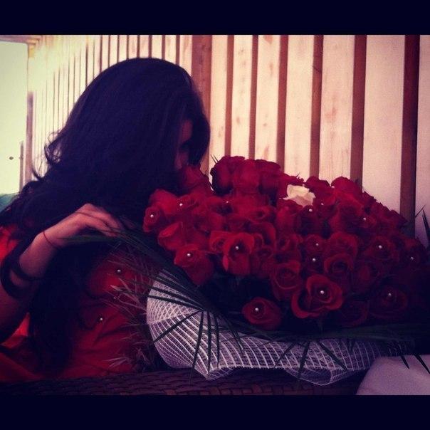 Фото девушек с цветами в руках без лица со спины42