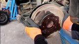 Два способа проверить износ барабанных колодок Ford Focus II 1,6 Форд Фокус 2009 года