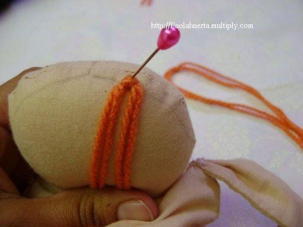 Делаем волосы куколке из ниток