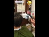 Парикмахерская из Неаполя троллит Дугласа Косту