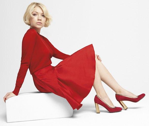 Тави Гевинсон в рождественской рекламной кампании американского бренда Cole Haan! Как вам такие изменения Тави?  :)
