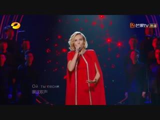 «Катюша» на двух языках: Полина Гагарина покорила китайский «Голос», спев на китайском языке