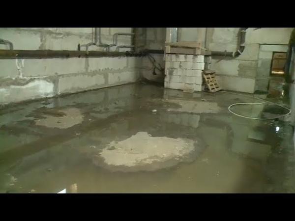 Канализационный люк бийской многоэтажки закатали под асфальт 10 12 18г Бийское телевидение