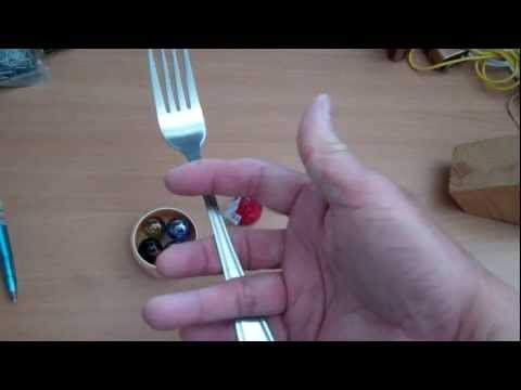 Using spoons and forks as tongs to serve food Movie.wmv